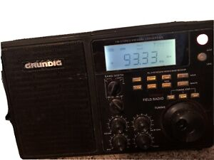 Grundig S450DLX Portable AM / FM / MW/Shortwave Field Radio