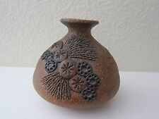 VINTAGE CARMA STUDIO SAND CLAY ART POTTERY VASE WITH FLORAL APPLIQUÉ - 1980s