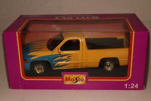 Maisto Custom Car Club, 1997-98 Dodge Ram Pickup, Boxed 1/25 Scale