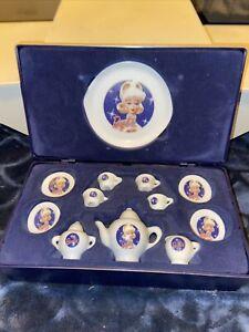 1995 MATTEL BARBIE SOLO IN SPOTLIGHT MINIATURE CHINA TEA SET