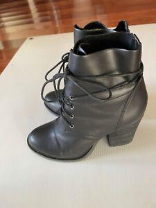 Women's NOVO Helium lace Up Ankle BOOTS Sz 7 - Block Chunky High Heel - EUC