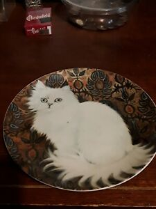 CAT PLATE  COLLECTIBLE,  WHITE FLUFFY KITTY,  MEOW, VERY GOOD CONDITION