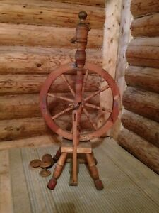 Antique old spinning wheel