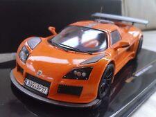 Voitures de courses miniatures orange IXO