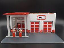 GREENLIGHT MECHANICS CORNER 1/64 DIORAMA VINTAGE TEXACO GAS STATION IN STOCK