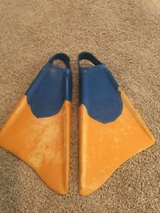 VINTAGE CHURCHILL THE ORIGINAL FINS SIZE EXTRA LARGE XL