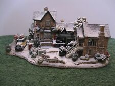 """Lilliput Lane L2574 """"HOMEWARD BOUND FOR CHRISTMAS"""" Snow Cottage, MIB with Deed."""