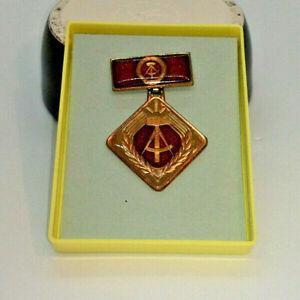 DDR Medaille - Aktivist der sozialistischen Arbeit - Orden Anstecker