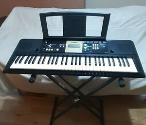 Yamaha YPT 220 Keyboard and stand. Great condition