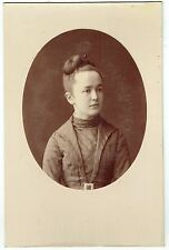 Format Cabinet : Chapiro ; Jeune femme bourgeoise de St Petersbourg , vers 1885