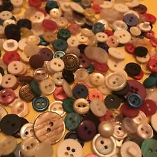 New listing buttons lot 500+ sewing/crafts/scrapbookin g ! different sizes and colors