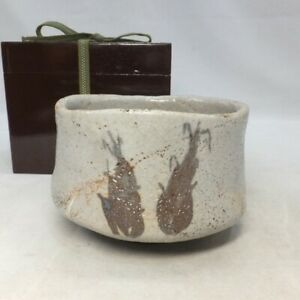 A268: Japanese tea bowl of OLD SHINO pottery with very good taste and atmosphere