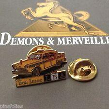 Pin's Folies *** Demons et Merveilles Automobile Taxi jaune LBA