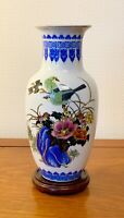 VINTAGE  PORCELAIN CHINESE VASE BLUE AND WHITE ORIENTAL VASES  10 INS TALL