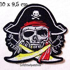 ÉCUSSON PATCH THERMOCOLLANT - Pirate, tête de mort, sabre épée ** 10 x 9,5 cm **