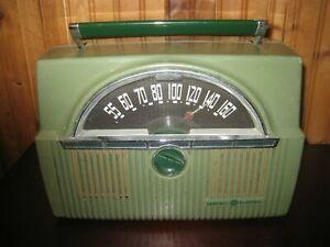 Vintage 1950s General Electric Green Lunchbox Tube Radio Model 611 Works