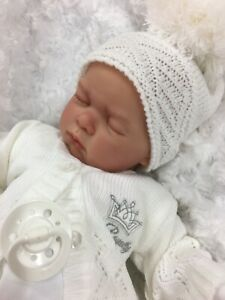 REBORN GIRL/BOY WHITE OUTFIT BOBBLE HAT CARDIGAN BG WITH DUMMY L