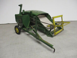 (1952) John Deere Model 12A Toy Pull Type Combine, 1/16 Scale, All Original