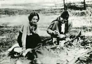 Bonnie and Clyde after a robbery money & armed vintage photo reproduction  074