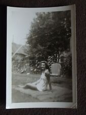 VTG 1940's PHOTO OF A SEXY PRETTY WOMAN LYING ON BLANKET IN THE YARD