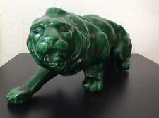 Statue sculpture animalière lion à l'affût en céramique émaillée verte Art Déco