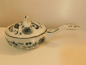Vintage Blue Onion Small Soup Tureen / Gravy Bowl with Handle