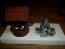 PLASTICVILLE MARBLED BARBECUE & WELL - EXCELLENT CONDITION - O/S SCALE