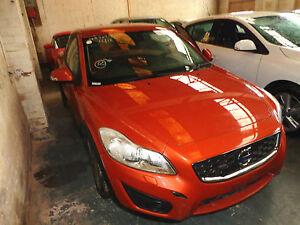 VOLVO C30 SE D DRIVE 1.6D 2010 FRONT WINDOW SCREEN GLASS BREAKING PARTS