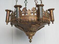 Lustre à 8 feux néo-gothique en bronze doré et écussons couronnés et d'évèque