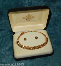 Starburst Bracelet Goldtone NEW Safety lock closer Fashion accent Gift box 6.25""