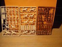 ESCI lot miniatures 1/72 (12 cavaliers, 12 chevaux, 22 figurines à pied)