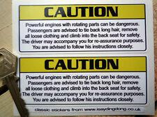 La prudence embrasses cheveux enlevez les vêtements grimper dans le dos saisissez autocollant voiture drôle grossier