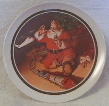 VINTAGE COCA COLA COLLECTOR PLATE--DEC. 1962 AD--SANTA-TOY TRAIN-HELICOPTER-TREE