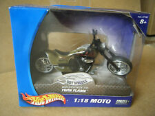 "Hot Wheels Motorcycle Co. ""TWIN FLAME"" 1:18 Moto. By Mattel 2004. Mint in box."