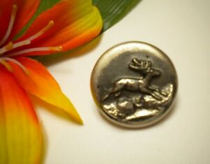 ANTIQUE WHITE METAL RELIEF RUNNING DEER STAG HUNTING PICTURE BUTTON ~ PARIS BKMK