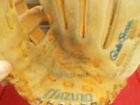 "PETE ROSE-SIGNED ""PETE ROSE"" MODEL GLOVE MIZUNO MT-3001 VERY GOOD CONDITION"