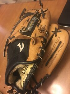 "Louisville Slugger Baseball Glove Genesis 1884 Series 11.5"" Youth Right Hander"