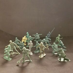 Mixed Lot Of 19 Green Army Men Figurines Miniature Toy Soldiers - Vintage Used