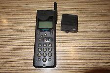 Handy Nokia NHR 5  (032) . Funktion unbekannt. Akku zu alt . Schaustück
