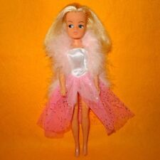 VINTAGE 1970s 80s PEDIGREE SINDY DOLL 2 GEN 1077 033055X + GLAMOUROUS OUTFIT