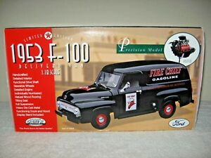1953 F-100  DELIVERY VAN TEXACO FIRE CHIEF 1:18 PRECISION MODEL HIGH DETAIL