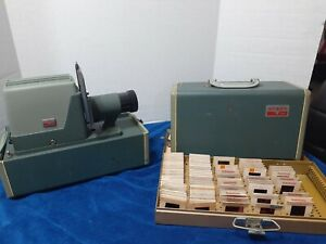 Vintage Argus 300 Automatic 35mm  Projector Green with transparency from 1972