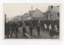 3/637 FOTO IM AK FORMAT  PLESSA UMZUG 1959 SCHULRANZEN KOPFTÜCHER FAHRRAD DDR