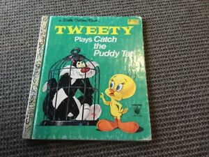 LITTLE GOLDEN BOOK (LGB) - TWEETY PLAYS CATCH THE PUDDY TAT (GREEN COVER ED.)