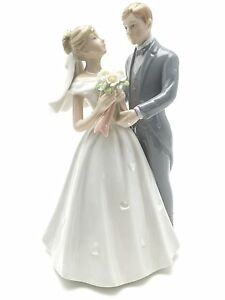 "Porcelain Painted Classic Bride and Groom Statue Cake Topper 8.25"" Tall"