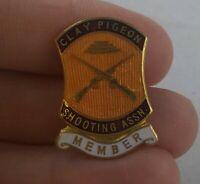 Vintage CLAY PIGEON SHOOTING ASSOCIATION MEMBER Club pin pinback button  *FF