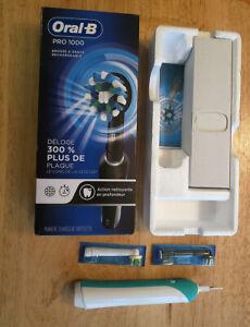 Braun Oral-B Pro 1000 Electric Toothbrush, Green
