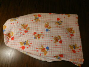 Vintage 80's Dundee Mills Fitted crib sheet Bears Balloons Flannel
