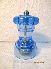 Moulin à poivre cylindrique en plexiglas bleu,  Mr DUDLEY