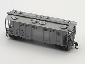 HO SCALE ATLAS #1805 -COTTON BELT - PS-2, 2-BAY COVERED HOPPER CAR - ROAD #77184